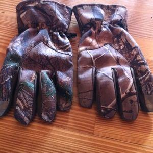 Camo gloves.